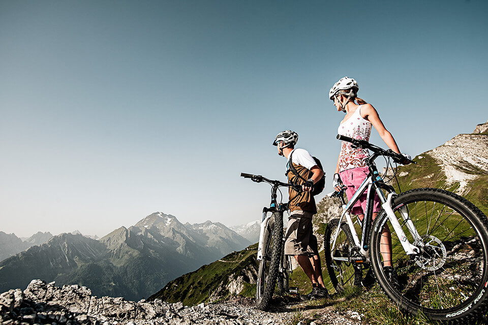 Mountain Biker im Stubaital in Tirol
